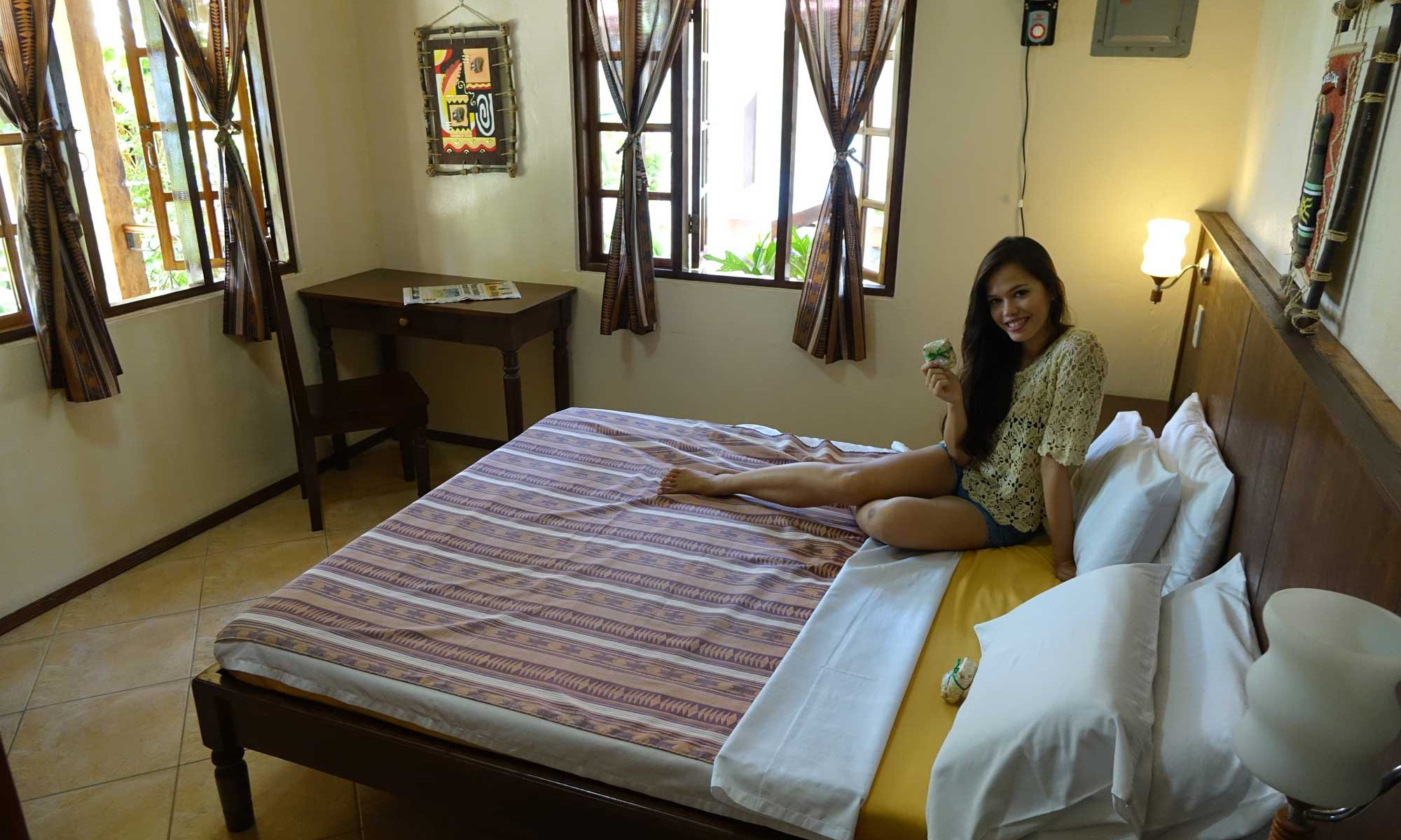 Seaside Queen Bedroom - Tipolo Beach resort Moalboal
