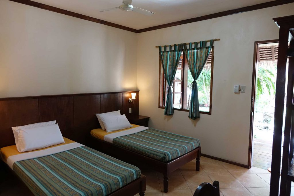 Seaside Twin Bedroom - Tipolo Beach resort Moalboal