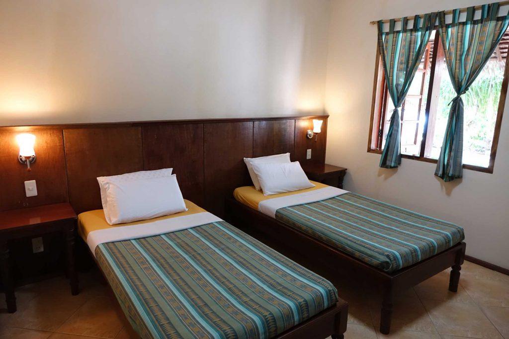 Seaside Twin Bedroom - Tipolo Beach resort Moalboal